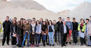 Des collégiens de Saint-Amand-Longpré en visite à la carrière Minier de Conan-Pontijou