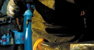 Une main de fer dans un gant de velours