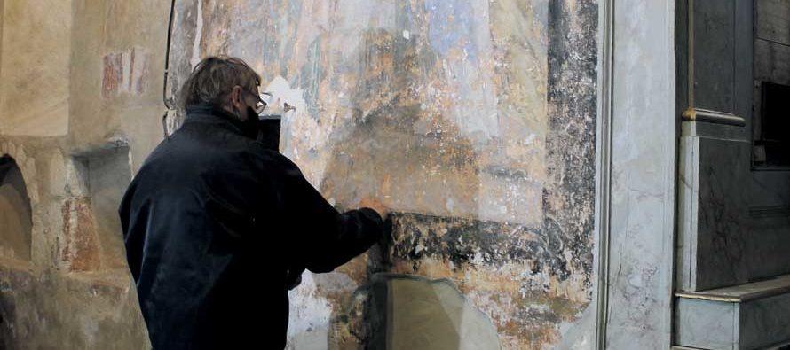 Restauration d'une fresque à Areines
