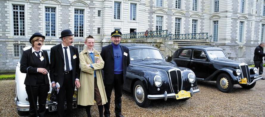 Le rallye auto en hommage à Tintin est passé par Vendôme
