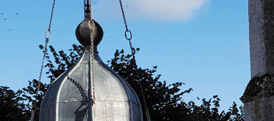 Descente en rappel pour le clocher de Saint-Barthélemy à La Ville-aux-Clercs