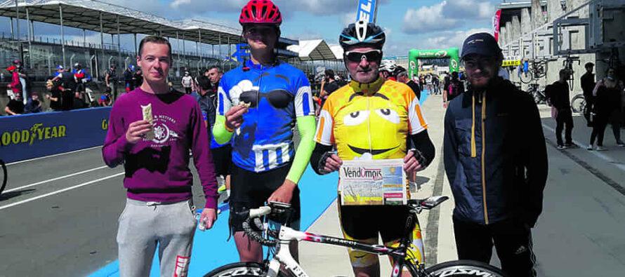 Double tour d'horloge sur deux roues pour le Vélo Team Thales